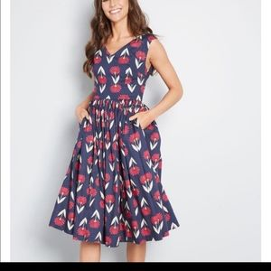 ModCloth Fabulous Fit & Flare Floral sleeveless 4